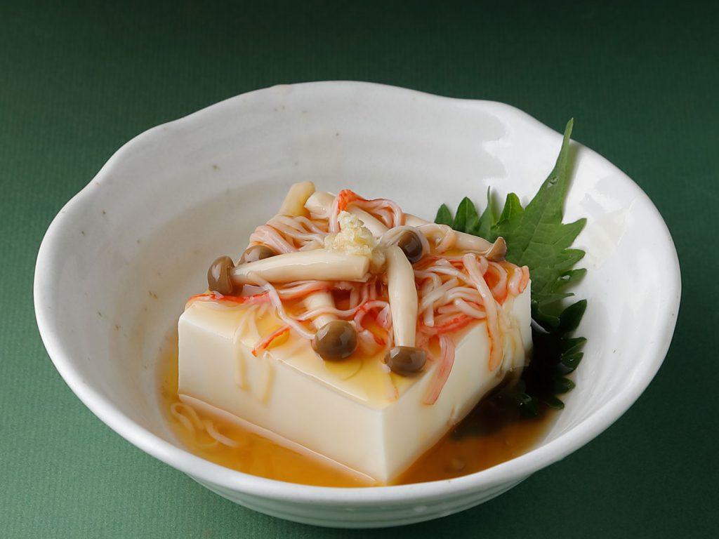 かにかまとしめじの餡かけ豆腐